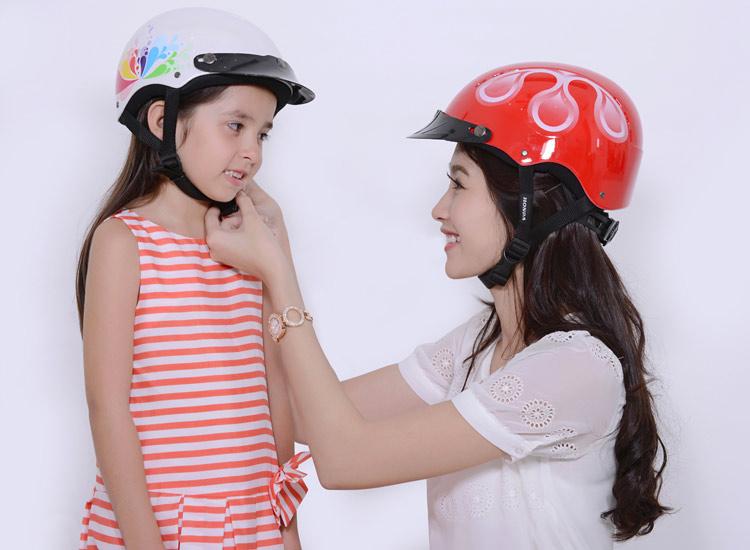 4 lý do nên chọn in logo lên mũ bảo hiểm làm quà tặng khách hàng