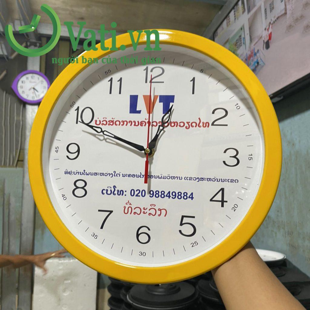 Đồng hồ treo tường in logo công ty LVT 30x30cm