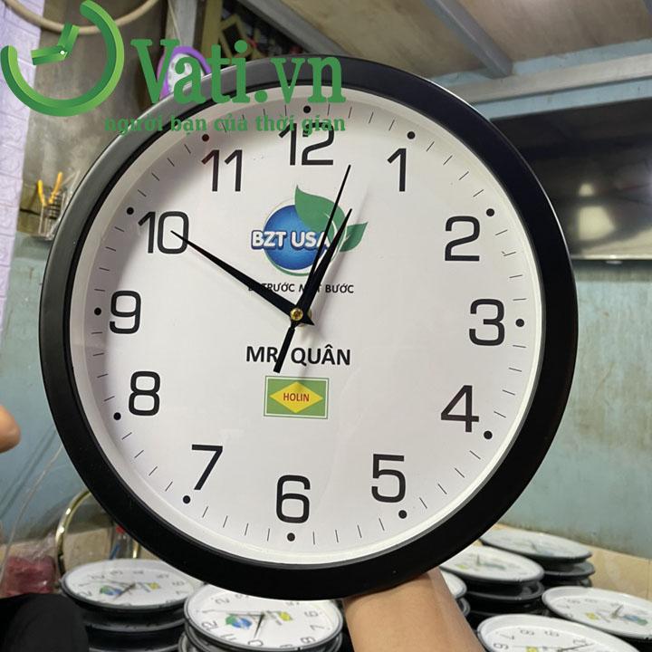 Đồng hồ treo tường in logo mẫu tròn 30x30cm (đen)