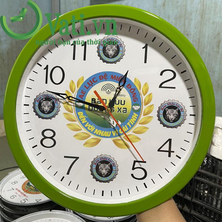 Đồng hồ treo tường in logo mẫu tròn 30x30cm (màu xanh lá)