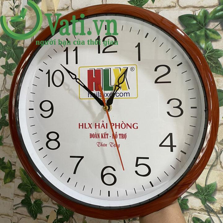 Đồng hồ treo tường in logo mẫu tròn 30x30cm (sơn giả gỗ)